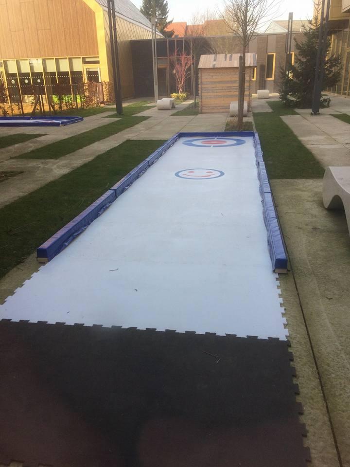 2 pistes de curling au marché de Noël de Willems