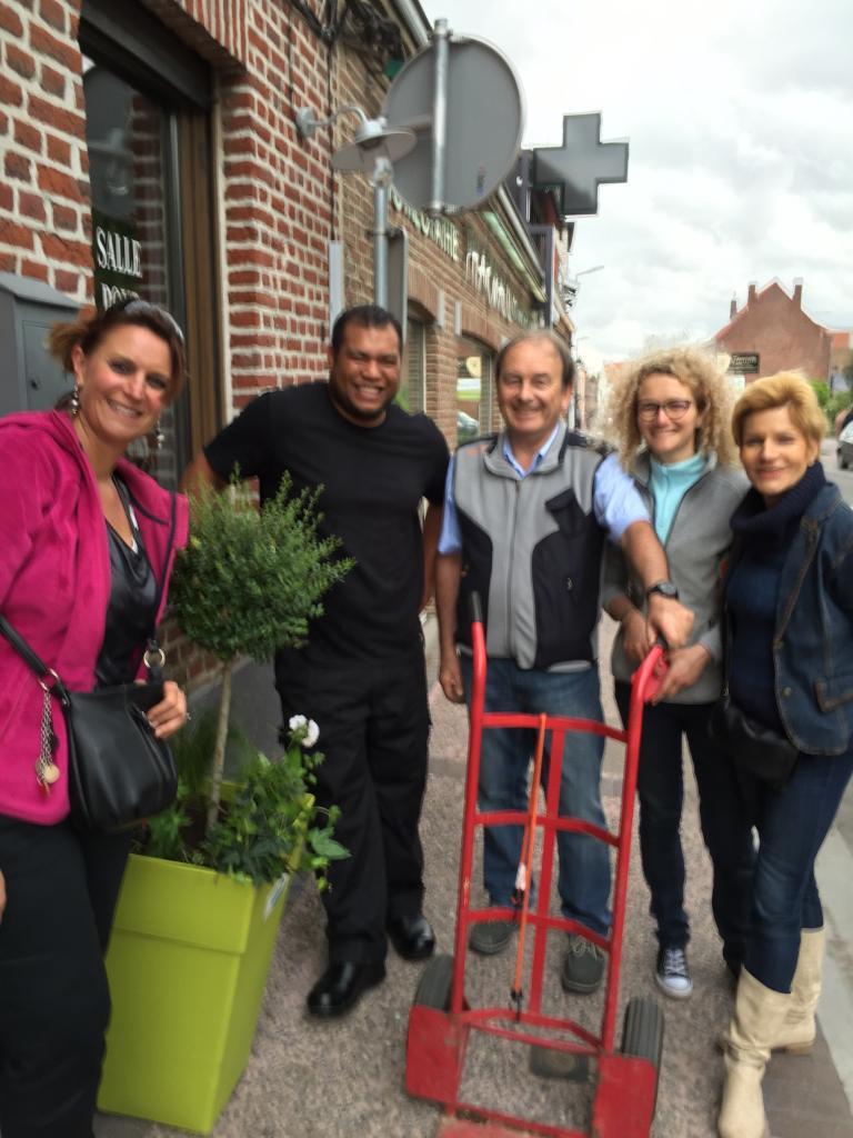 Réalisation des pots fleuris pour nos commerçants RD 90