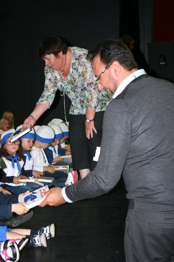 Distribution des livres par la municipalité