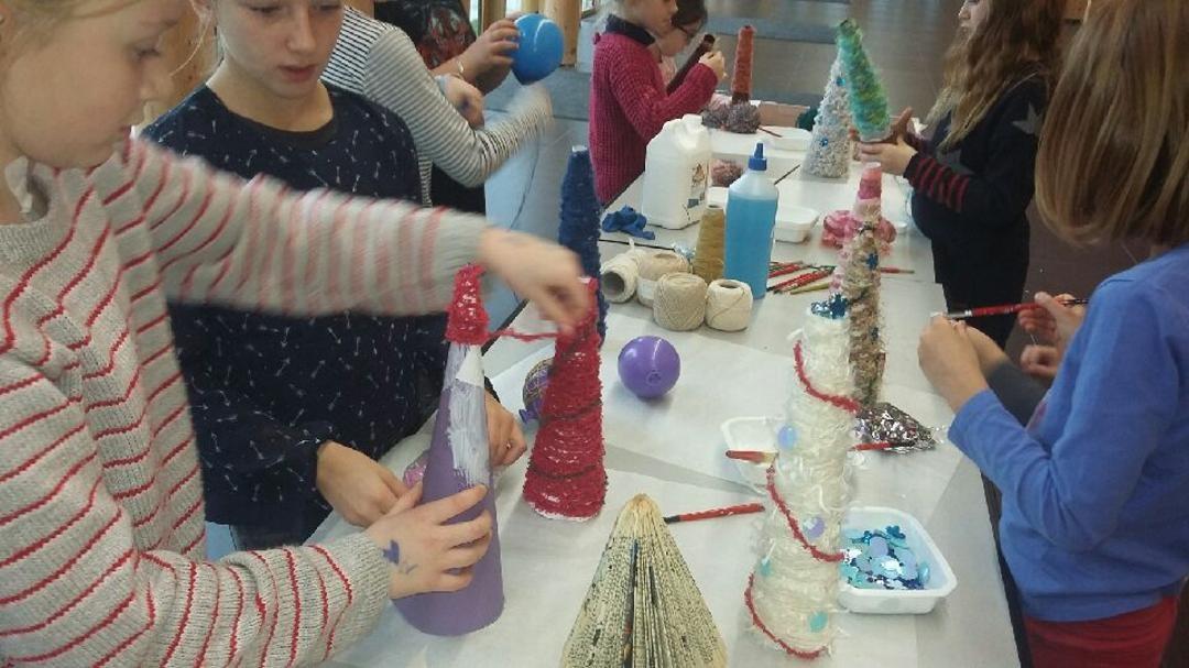 Sapins de Noël fabriqués par les grands 4